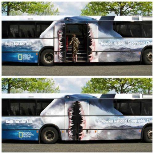 Portada - publicidad creativa en autobuses urbanos de las grandes ciudades: méxico df, new york city, tokio…